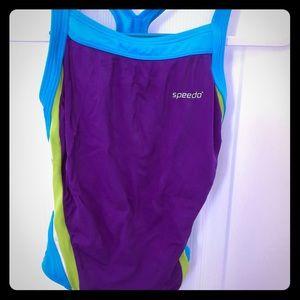 Girl's size 7 athletic speedo one-piece suit